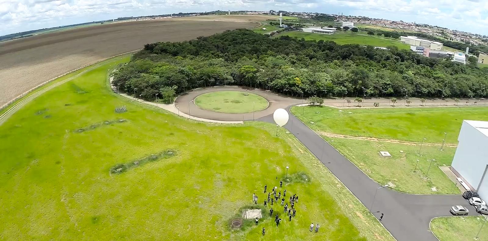 Um salto gigantesco para o setor aeroespacial brasileiro foi dado em São Carlos em dezembro, quando um balão estratosférico foi lançado da área II do campus da USP (foto: divulgação)